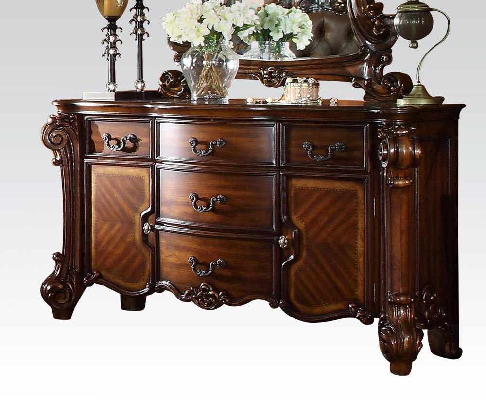 Vendome Eastern 6 Piece Bedroom Set. By ACME Furniture