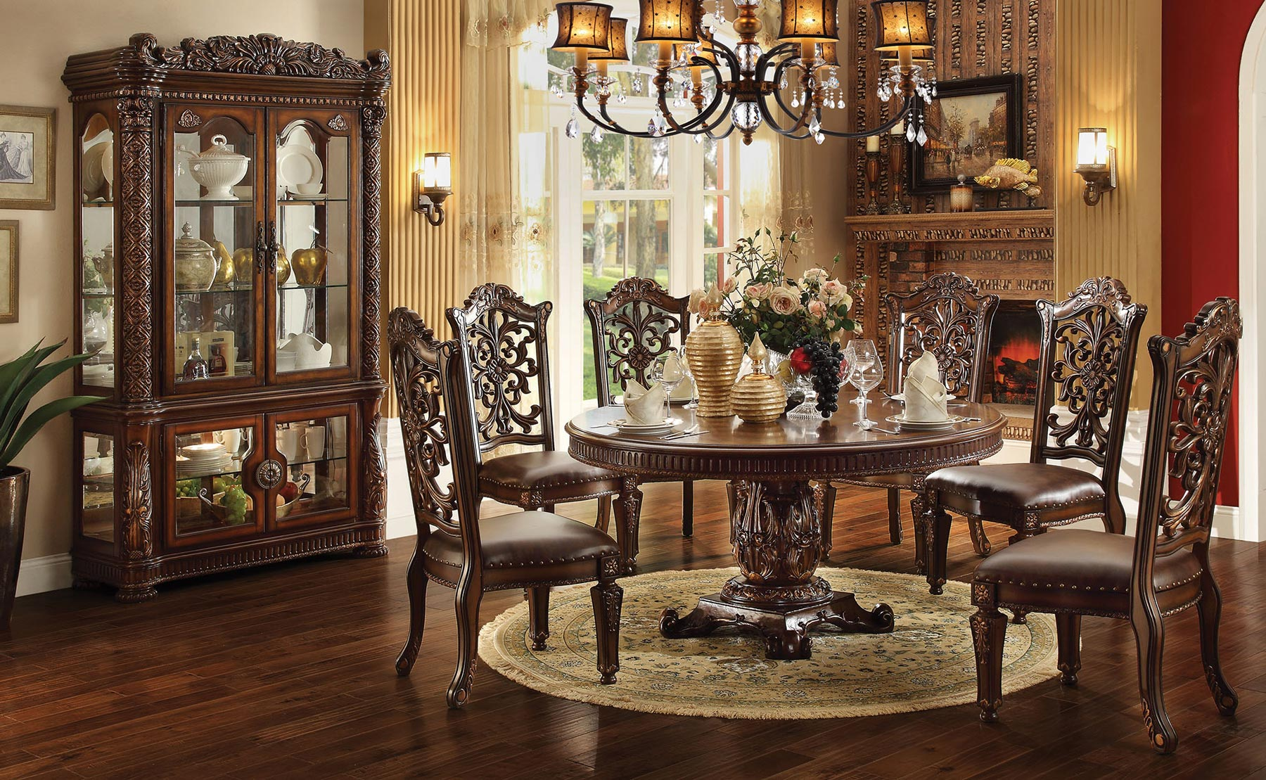 circular dining room | Vendome Round 5 Piece Dining Room Set | Gonzalez Furniture