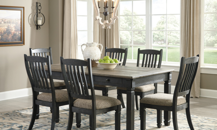 Tyler Creek Dining Room Set D736